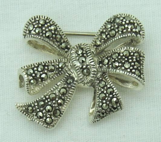 Lovely Vintage Marcasite STERLING Silver Brooch.
