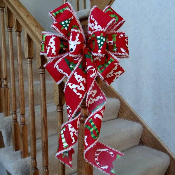"10"" WIDE RED & WHITE CHRISTMAS BOW"
