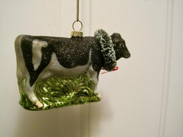 BLOWN GLASS BLACK~WHITE HOLSTEIN COW CARRYING CHRISTMAS TREE ORNAMENT~NWT