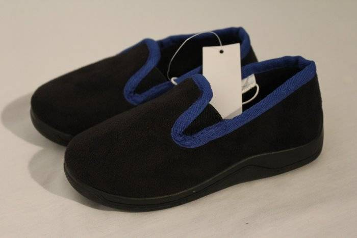 NEW Toddler Boys House Shoes Small 5
