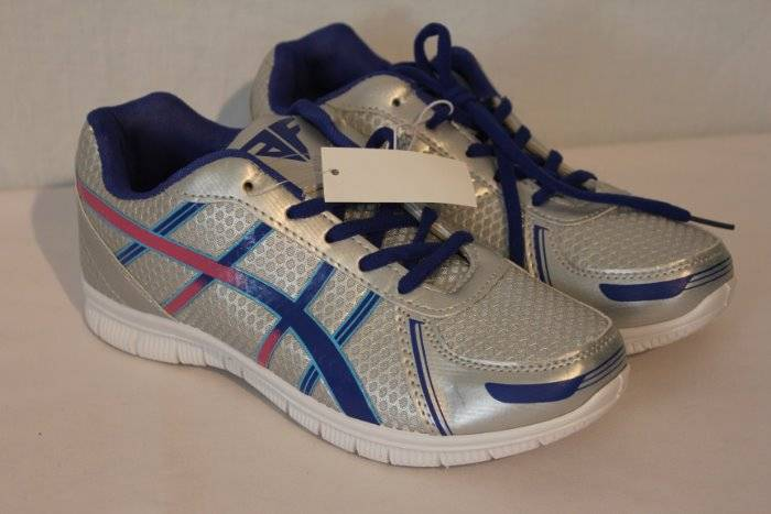 NEW Womens Tennis Shoes Size 6 Silver