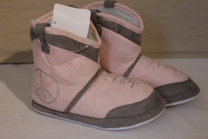 NEW Girls Slippers Large 2-3 House Shoes Boots Booties Pink Soft Rubber Sole