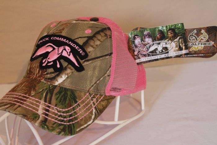 NEW Womens Duck Commander Baseball Cap Camouflage RealTree Camo Pink Mesh  Hat 75e1ced07ec1