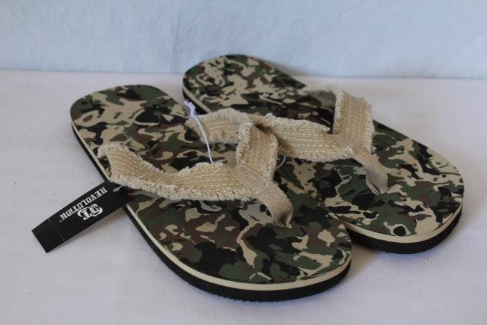 40754374983a NEW Mens Camo Flip Flops Size Medium 10 - 11 Frayed Camouflage Sandals  Cloth Straps