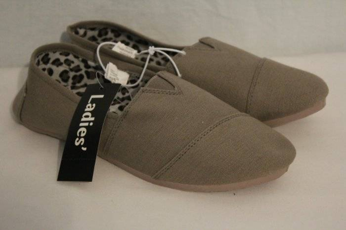 Details about NEW Womens Tennis Shoes Size 6 Gray Flats Ladies Slip On Sneakers Comfort