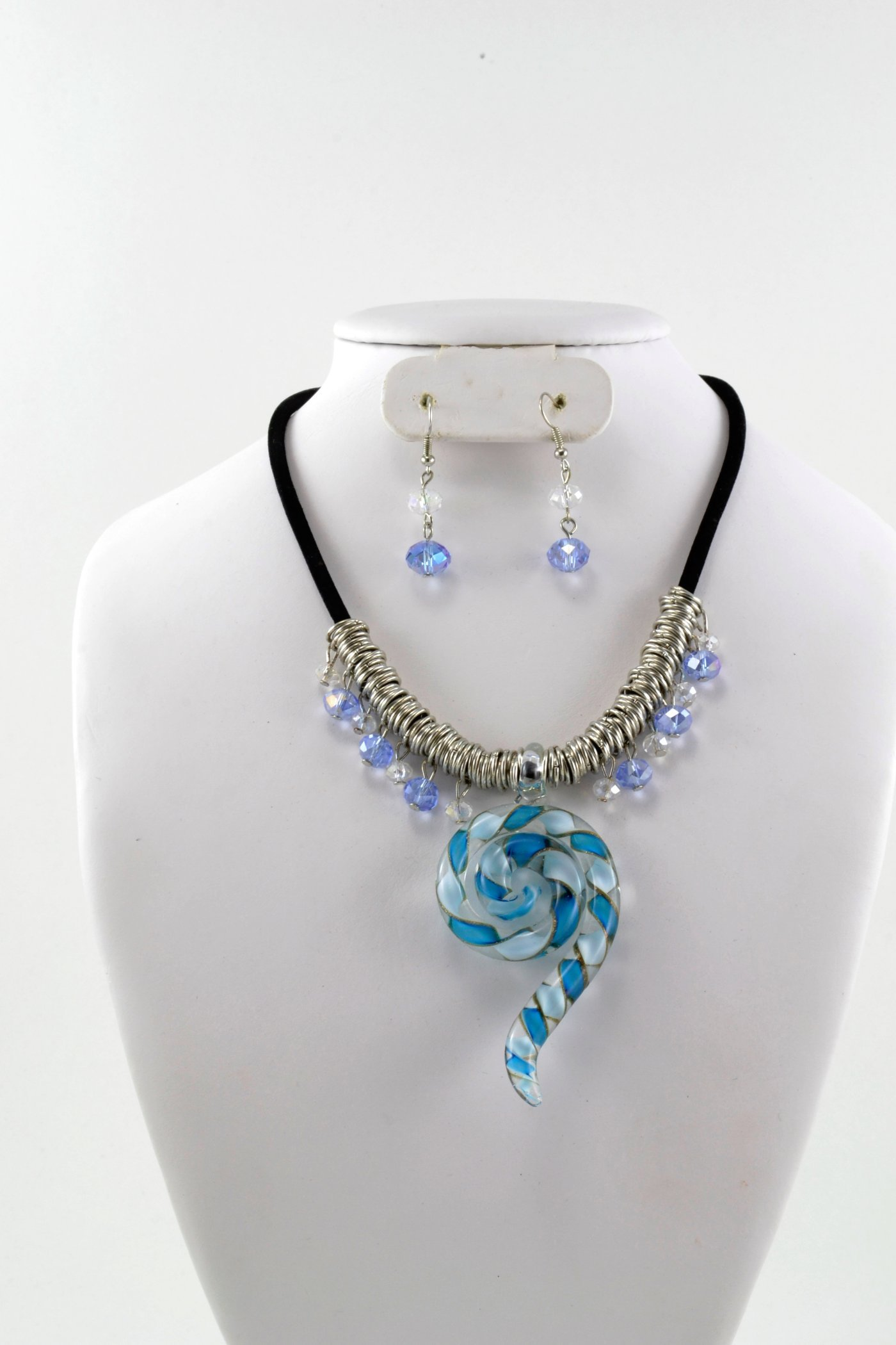 Affordable fashion jewelry reseller