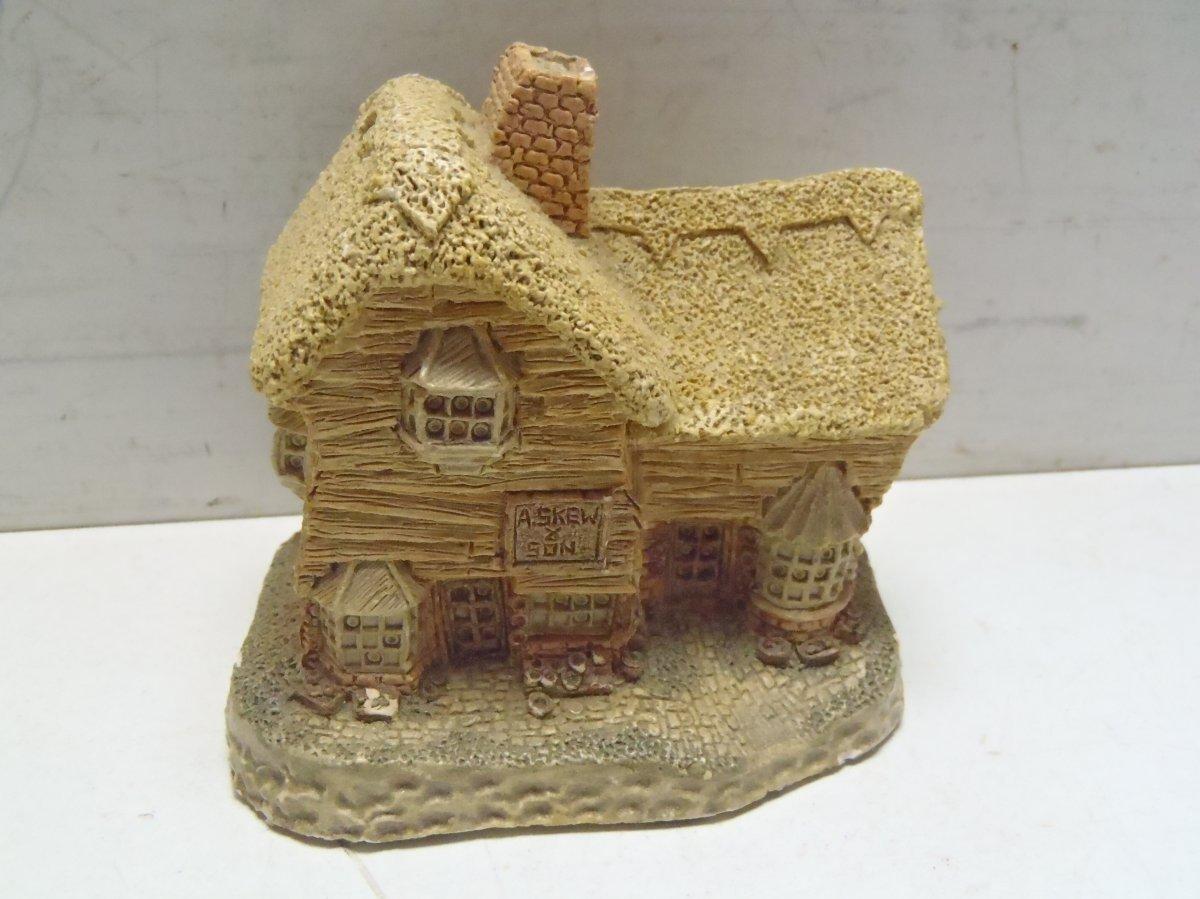 1982 David Winter Village Shop Miniature House Made In