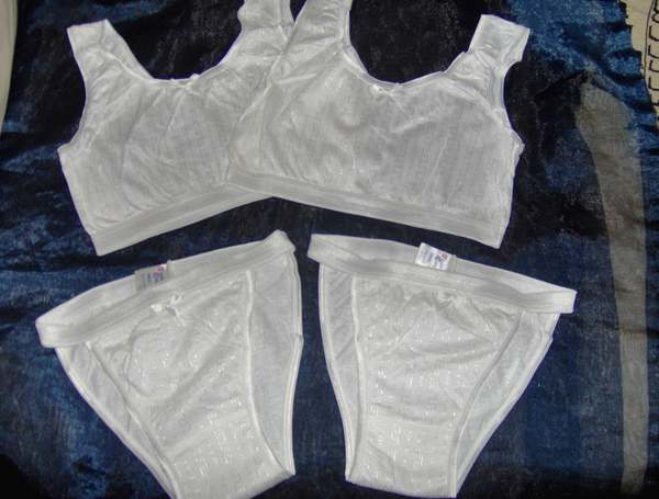 GIRLS CROP TOP /& PANTIES SET AGE 11-12 YEARS