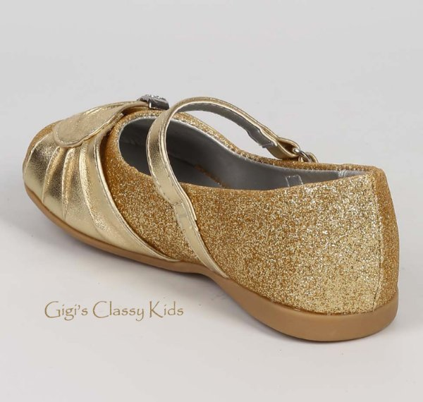 Olive & Edie Girls Sparklie Slip On Ballet Flats, Gold, Size Toddler 10 Qdom. Sold by PairMySole. $ $ Dance Class Toddler Girls' Metallic Ballet Gold Shoe. Sold by 2 Sellers. $ Laura Ashley Girls' Ballet Flat - Gold. Sold by Sears. $ $