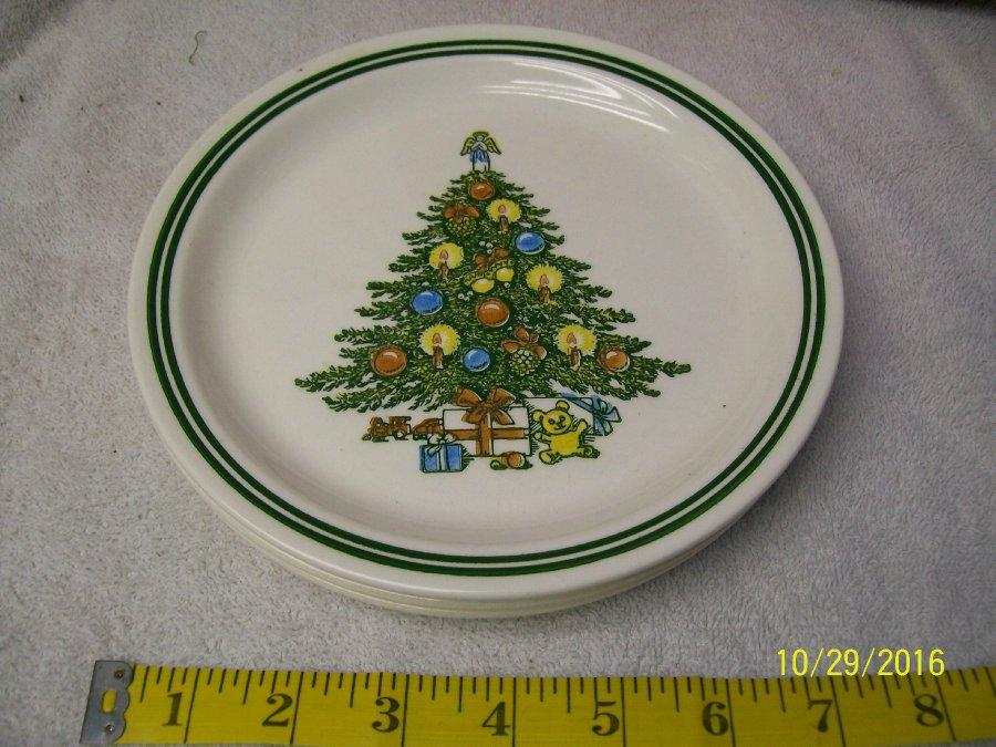 this is an original vintage sabin roycroft christmas tree with presents 3 dinner plates it features the graphics as shown and a very cool design - Christmas Plates