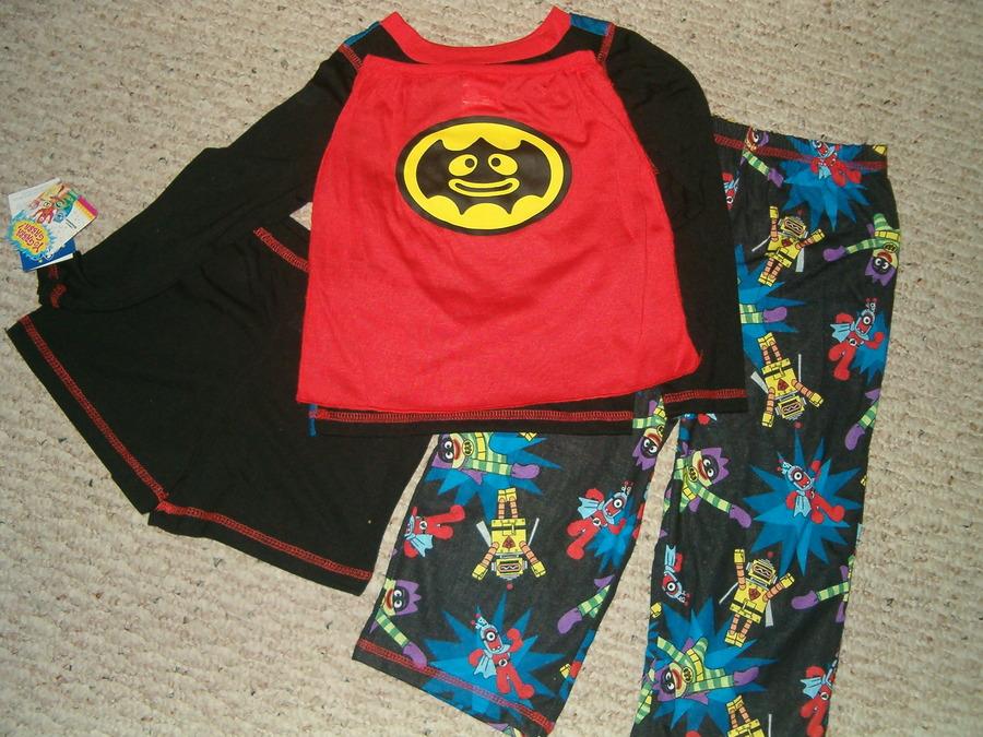 NWT $30-Toddler Boys 3 Pc Black Yo Gabba Gabba /& Cape Flannel Pajamas-2T 4T 3T