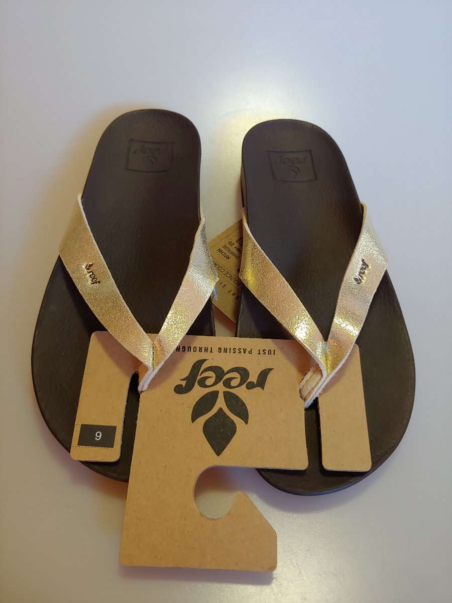 52404a3ec2f3 New With Tags Women s Reef Cushion Bounce Court Sandals Flip Flops ...