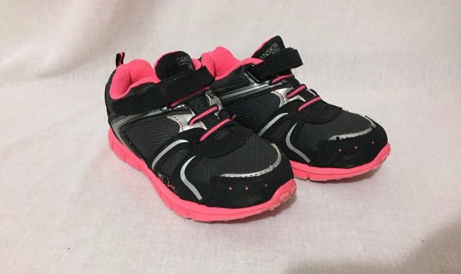 Toddler Girls Athletic Shoes BLACK WHITE PINK DANSKIN NOW Easy Fasten SIZE 11