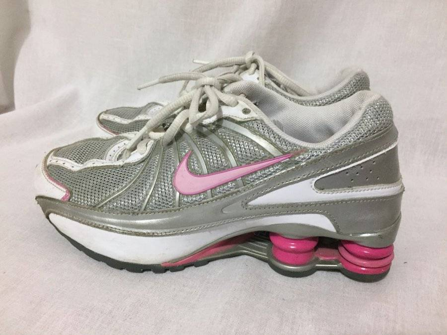 08872e976c9 Girls Youth size 3.5 Nike Shox Gray Pink laces Athletic Shoes