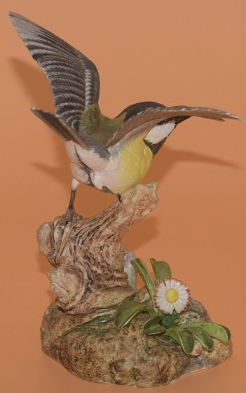"""Beautiful Detailed Porcelain Bird Figurine On Twig with Floral Accent 7.5/"""""""