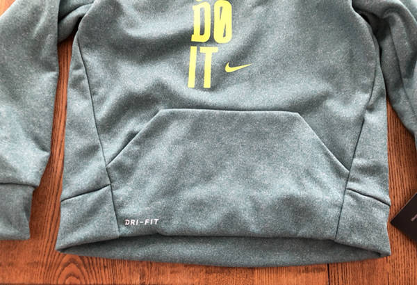 7cd8d2c1bfeb This over the head hoodie is brand new from Nike in a size 4 for a boy. It  is in a shade they call