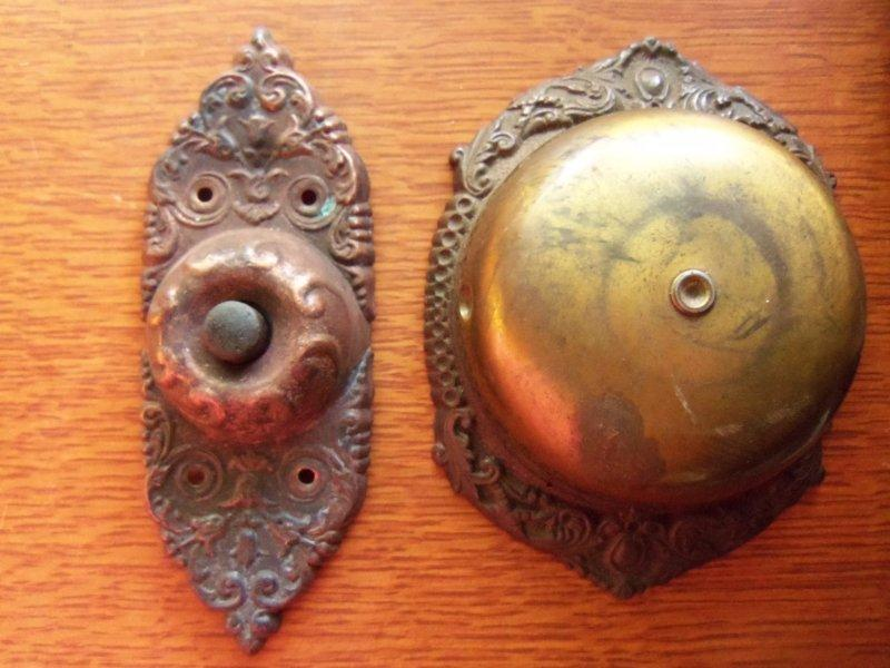 Charmant This Rare Mechanical Doorbell Set Has An Unusual Push Button Mechanism. The  Beautiful Antique Button Is Stamped Copper And Has A Victorian Design.