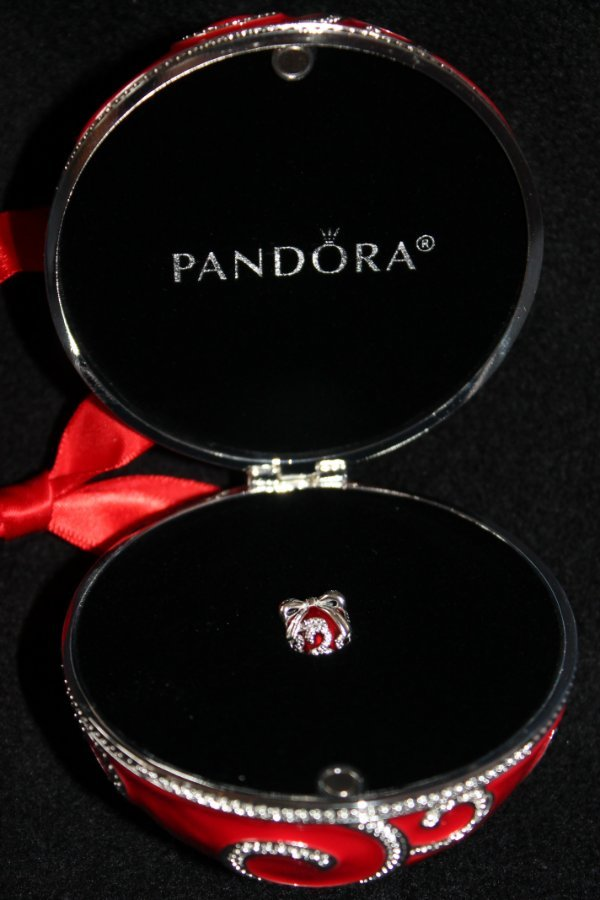 3d380a5d6 PANDORA 2017 Limited Edition Red Rockettes Gift Set ORNAMENT and ...