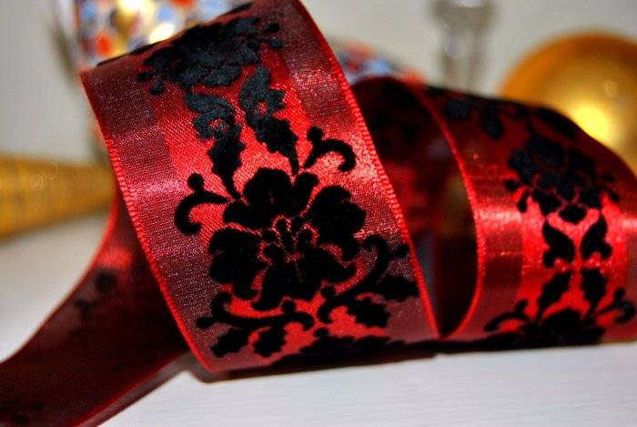 """RIBBON QUEEN /""""Moulin Rouge/"""" Red and Black Velvet WIRED WIRE EDGED RIBBON  1.5/"""" W"""