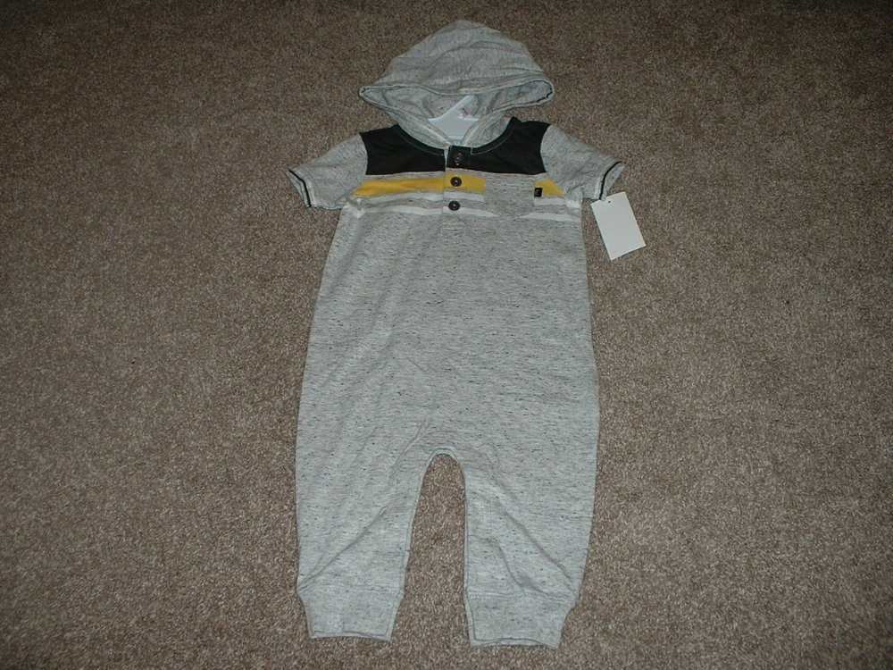 Up to 3 Months NWT Really Cute Little Boys CHRISTMAS Santa Outfit...so CUTE!